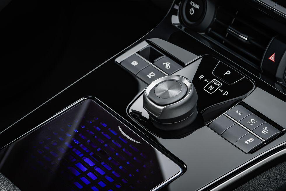 toyota-bz4x-center-console
